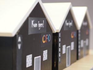 foto af de tre træhuse til projekt Kom igen!