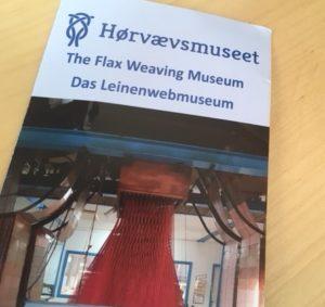 foto af forside på Pjece om Hørvævsmuseet