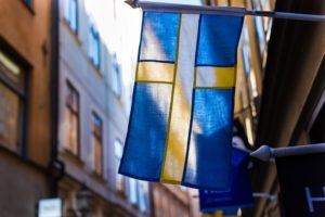 svsnke flag hænger i gade